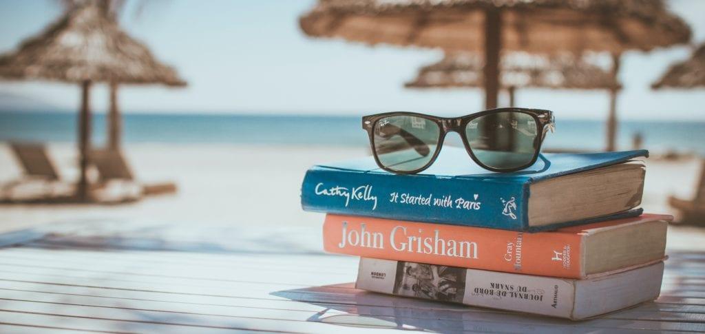 Vertiefe dich während den Sommerferien in eine spannende Buchreihe!