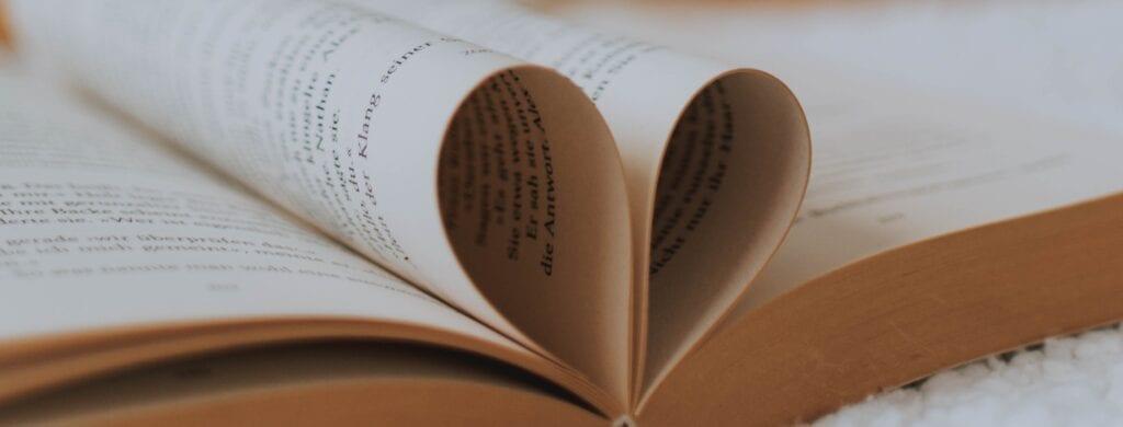 Das sind die 10 beliebtesten Liebesromane!